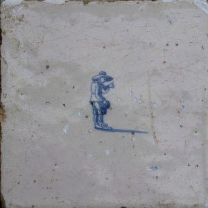 Antieke kinderspeltegel, prentje prik