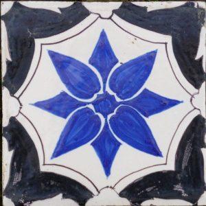 Antieke ornamenttegel, croix