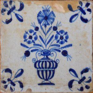 antieke tegel bloemenvaas