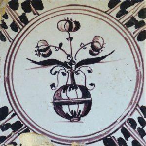 antieke mangaan bloempottegel