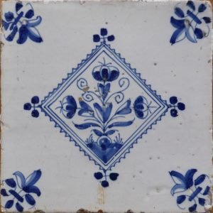 antieke bloem tegel