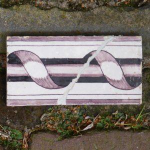 antieke randtegel, kolomhalfje